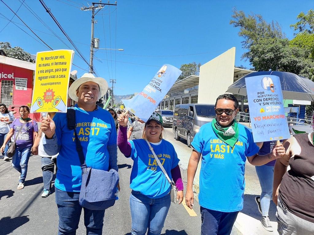 Varias colectivas también pidieron un mayor compromiso en el respeto y justicia de los derechos de la población LGBTI.