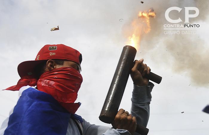 Marvin Vladimir Girón Recinos, fotógrafo salvadoreño. Actualmente se desempeña como foto-periodista de la AgenceFrance Presse en donde ha cubierto diversas situaciones sociales en la región, como las caravanas de migrantes en su camino a México y el conflicto social en Nicaragua. De este último, nos presenta esta fotogalería.
