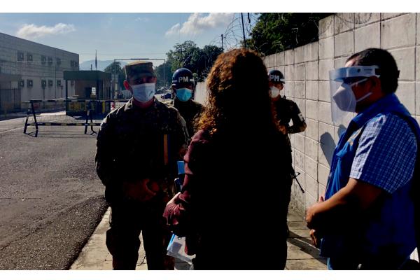 Autoridades del Estado Mayor Conjunto de las Fuerzas Armada de El Salvador negaron el proceso de apertura de expedientes militares y el acceso al Ministerio Público.  De ésta manera, las autoridades interrumpieron el proceso de investigación y enjuiciamiento sobre las acusaciones vertidas en contra de miembros de las Fuerzas Armadas, acusados de cometer delitos en contra de los Derechos Humanos, en el caso de La Masacre de El Mozote.