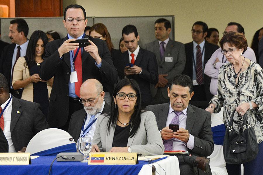 La canciller venezolana, Delcy Rodríguez, solicitó la reunión de carácter extraordinaria al canciller salvadoreño Hugo Martínez. El Salvador ostenta desde el 25 de enero la presidencia pro témpore de la CELAC.