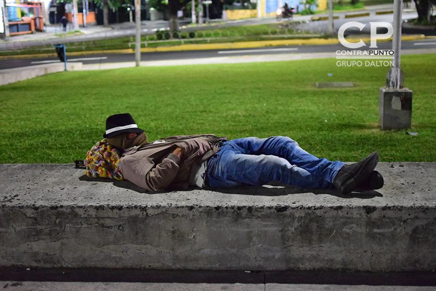 Algunos decidieron dormir en la plaza y así  poder salir por la mañana rumbo a la frontera