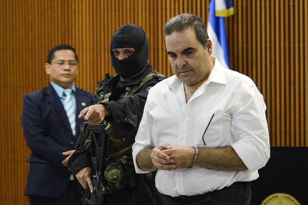 El expresidente Elías Antonio Saca fue detenido en noviembre y remitido a tribunales junto con cinco exfuncionarios, acusados de realizar actos de corrupción. Foto: Vladimir Chicas
