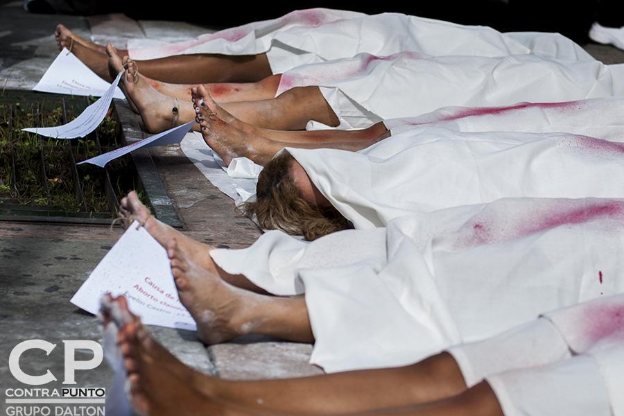 En el marco del Día Internacional por la Despenalización y Legalización del Aborto organizaciones feministas exigieron a los diputados de la Asamblea Legislativa la aprobación de 4 causales para interrumpir el embarazo.