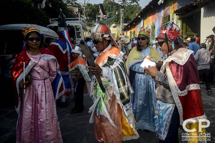 Los historiantes acompañan cada 3 de mayo a los habitantes de Panchimalco, al sur de San Salvador, que rinden  tributo a la Santa Cruz, para agradecer por las cosechas cuya siembra se aproxima junto con la estación lluviosa. En una mezcla de fervor religioso con las tradiciones  de los pueblos originarios.