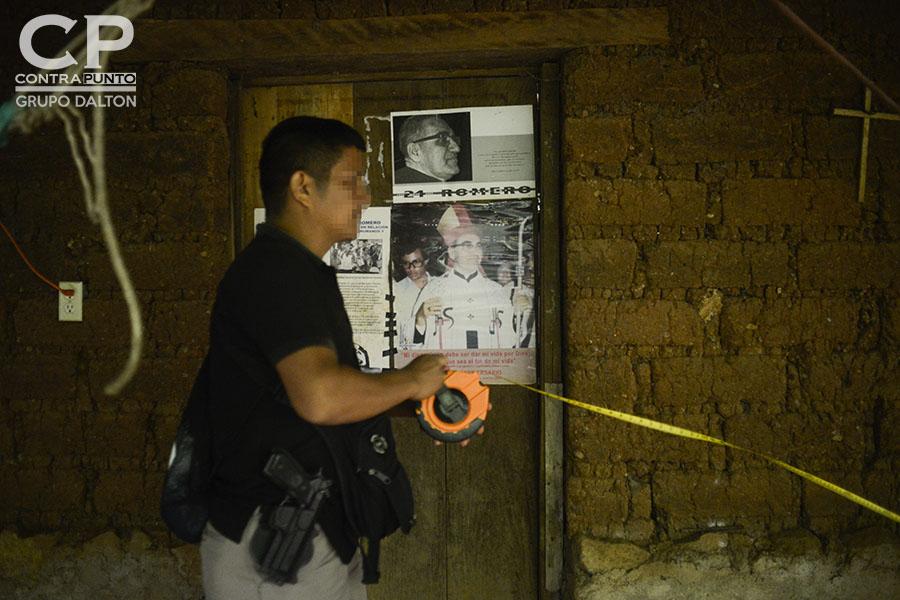 A Dorila Márquez los militares le asesinaron a su papá, mamá, dos hermanas y cuatro sobrinos en la conocida Masacre de El Mozote y lugares aledaños, perpetrada entre el 10 al 13 de diciembre de 1981. Dorila, presidenta de la Asociación Promotora de los Derechos Humanos de El Mozote, contó nuevamente su historia, pero esta vez desde su hogar, para el juez Primero de Paz de Meanguera, que realizó la diligencia como parte del juicio en contra de 18 militares acusados de dirigir la matanza.
