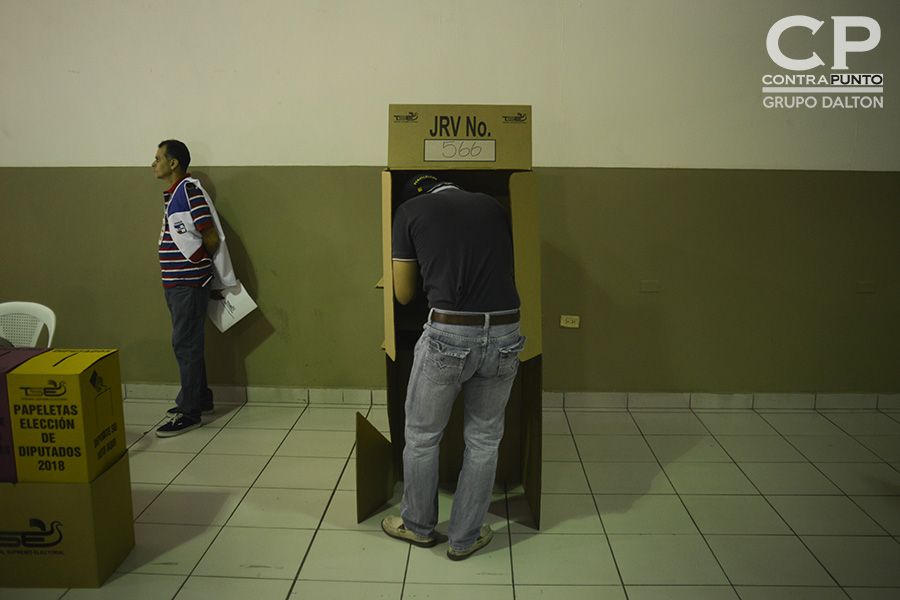 Salvadoreños eligen a diputados y alcaldes para el periodo 2018-2021, en una jornada que inició a las 7:00 de la mañana.