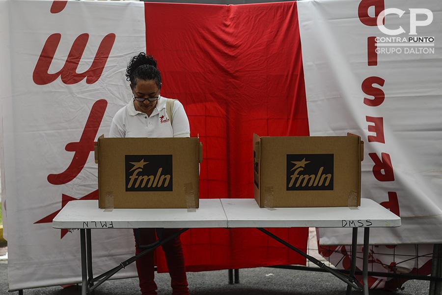 Hugo Martínez se convirtió en el candidato presidencial del FMLN de cara a las elecciones de 2019. El excanciller lleva en sus espaldas el peso de obtener un tercer periodo de gobierno de izquierda en el país.