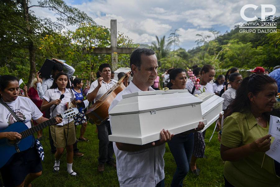Tres niñas y tres niños que fueron asesinados en 1982 en el sureste de Chalatenango mientras huían con sus padres del operativo militar