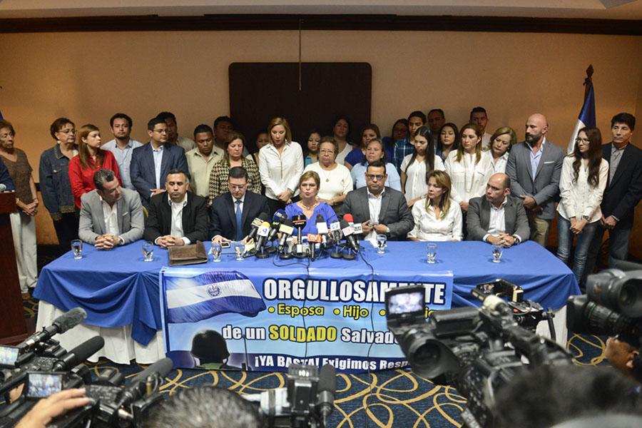 Familiares de los militares capturados exigieron al gobierno su liberación, argumentando que  era ilegal, además pidieron el respeto a la soberanía de El Salvador.
