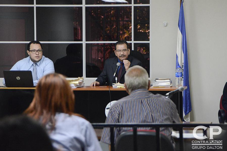 El juez Urquilla informó al excomandante de la Fuerza Aérea que se le acusa de ser uno de los autores intelectuales de la masacre conocida como El Mozote y lugares aledaños. Además será  se le imputan los delitos de asesinato, violación, privación de libertad, violación de morada, robo, daños y terrorismo.
