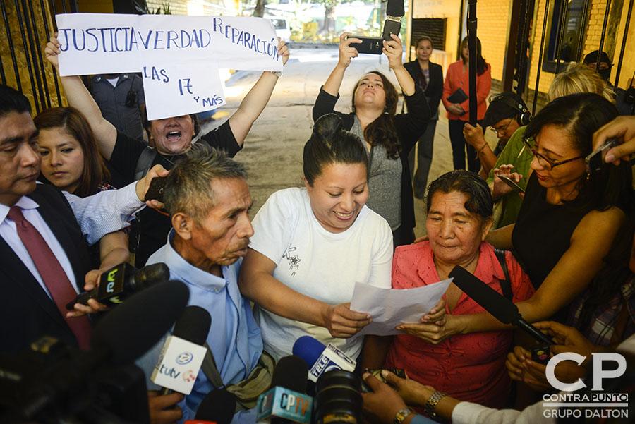 Teodora Vásquez recobró su libertad luego de 10 años de estar recluida, acusada de homicidio agravado. A Teodora, una de las 17 mujeres encarceladas por aborto, el estado le conmutó la pena.