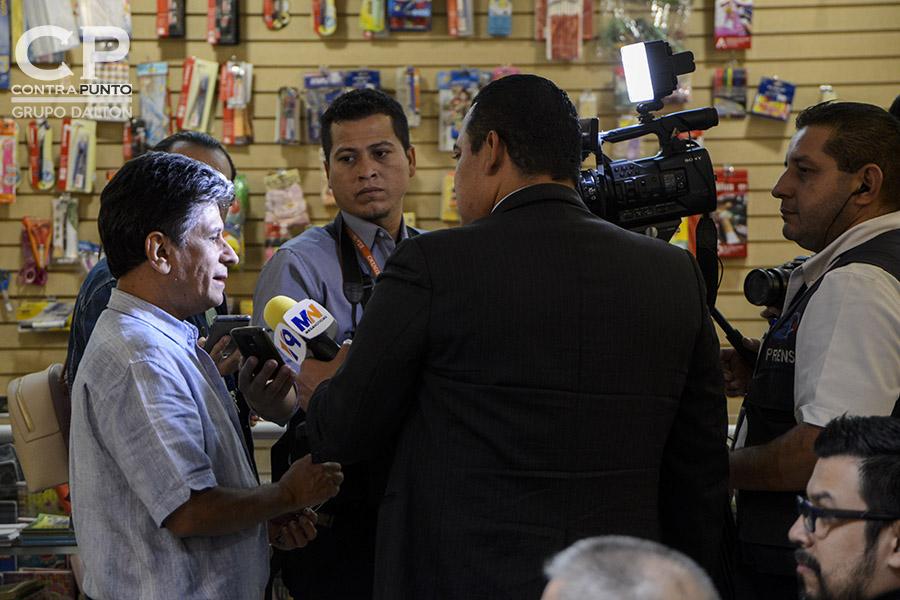 Juan José Dalton, hijo de Roque Dalton en entrevista con la prensa. La familia Dalton presentó un libro de antología del poeta Roque Dalton que recopila los poemas de amor del escritor salvadoreño en una publicación realizada por la Editorial Cinco.