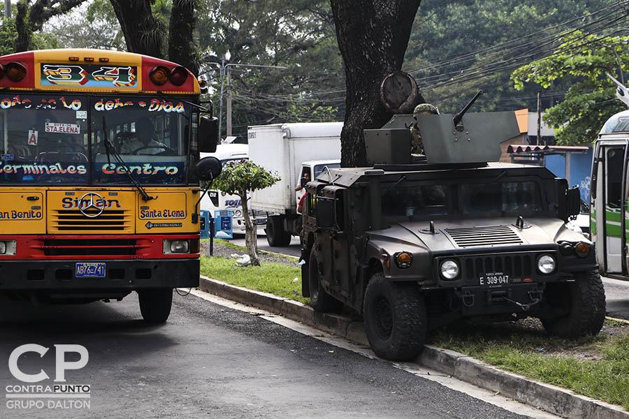320 efectivos de la Fuerza Armada patrullan la capital, en una nueva apuesta del Ejecutivo para reforzar la seguridad y disminuir los homicidios en San Salvador.