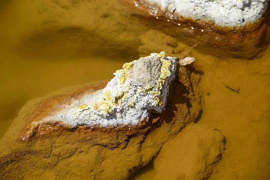 El río San Sebastián  fue afectado por la contaminación de metales pesados provenientes de lo alto del Cerro San Sebastián, que fue sede de actividad minera realizada, a partir de 1968, por la multinacional Commerce Group. Foto: Vladimir Chicas