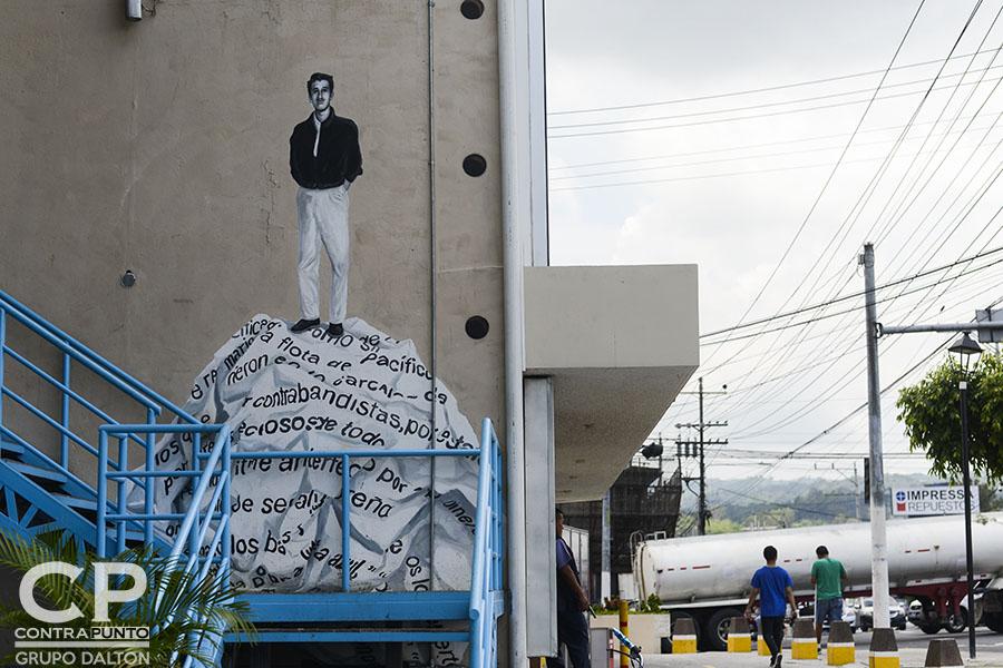Mural de Roque Dalton ubicado  en el Mercado Cuscaltán, en la 25 avenida Sur, en San Salvador.