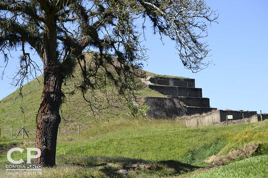 San Andrés es un sitio maya prehispánico de El Salvador, cuya larga ocupación se inició alrededor del año 900 AdeC, como un pueblo agrícola en el valle de Zapotitán del departamento de La Libertad, al noroeste de San Salvador.