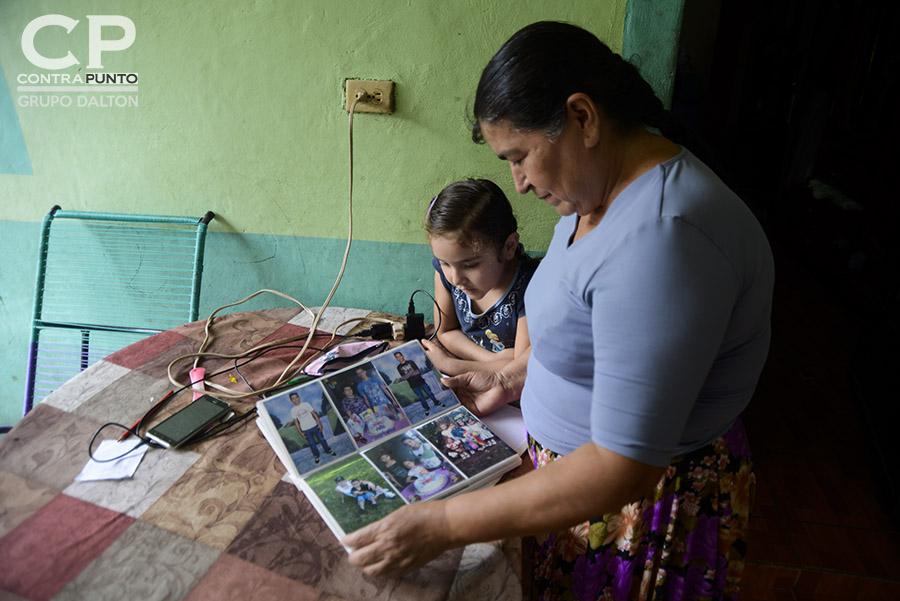 El pasado 8 de enero Estados Unidos canceló el TPS a El Salvador. Los salvadoreños amparados al programa tienen 18 meses para resolver su estatus migratorio. Familiares sufren la angustia de una inminente deportación del país norteamericano.