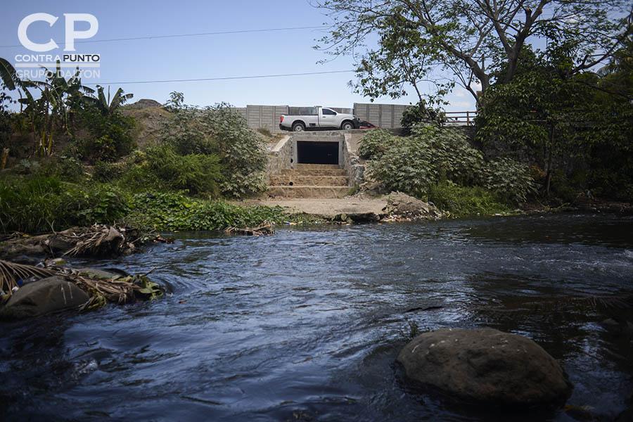 Habitantes de Nahuilingo están preocupados por la contaminación del río Ceniza por parte de la empresa constructora  Féníx, quién realiza la construcción de la residencial  Acrópoli.
