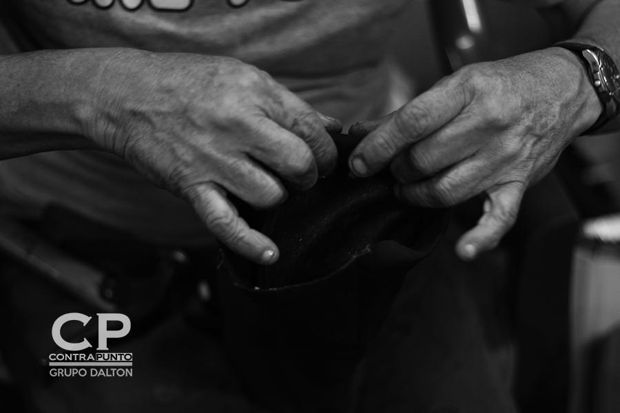 Las manos del zapatero.