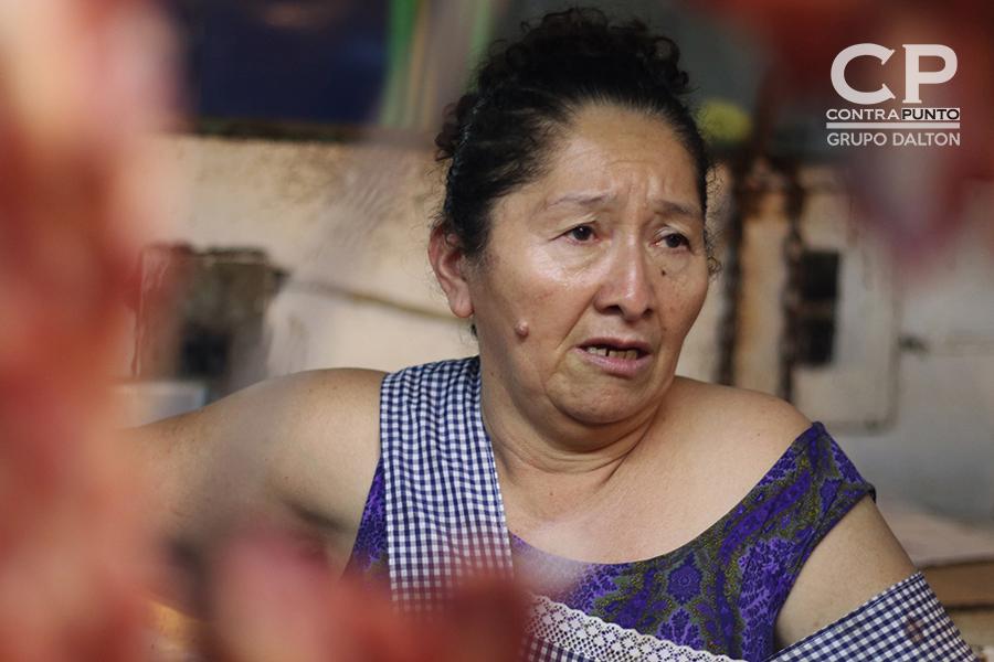 Doña Blanca lleva 35 años vendiendo carne y embutidos.