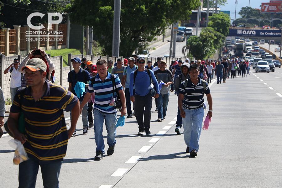 Por la mañana cientos de personas comenzaron el camino, su destino: