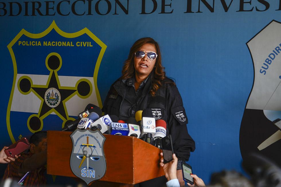 Ana Herrera, jefa de la unidad de Trata de Personas de la PNC, detalló que a los imputados se les encontró evidencia que les vincula a la red de trata de menores de edad. Foto: Vladimir Chicas