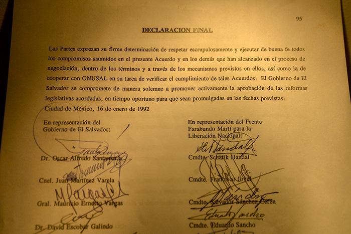 El museo exhibe una de las copias de los Acuerdos de Paz. Foto: Vladimir Chicas
