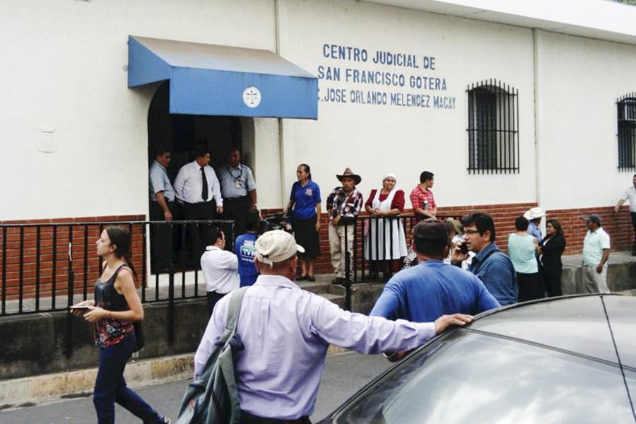 El juzgado Segundo de Primera Instancia de San Francisco Gotera, en Morazán, llamó a 18 militares implicados en la masacre de El Mozote para conocer los delitos por los que son acusados.