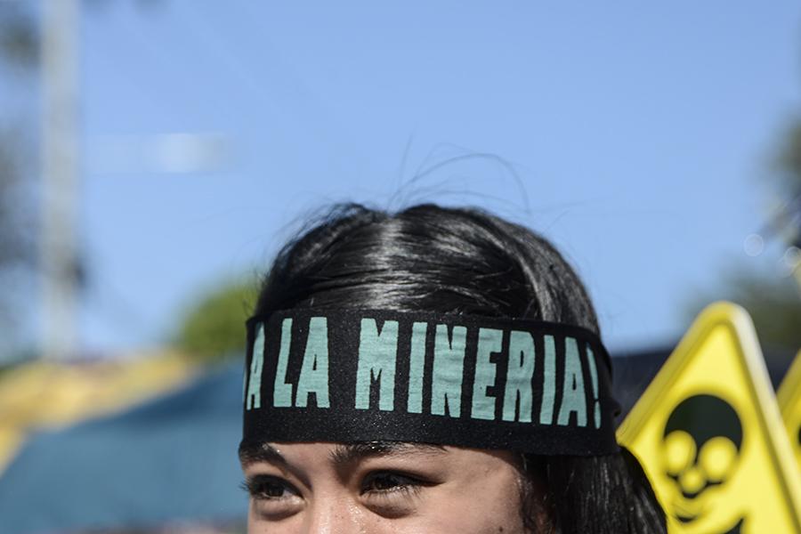 La Iglesia Católica salvadoreña realizó una marcha pacífica para pedir a diputados de la Asamblea Legislativa la aprobación de una ley en contra de la minería metálica.