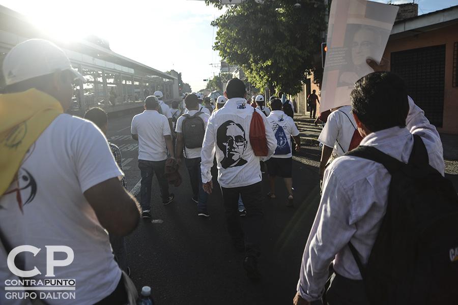 La feligresía católica  realiza una peregrinación de tres días en honor al centenario del natalicio del beato monseñorÓscar Arnulfo Romero, que partió de la cripta del mártir hasta Ciudad Barrios, San Miguel.