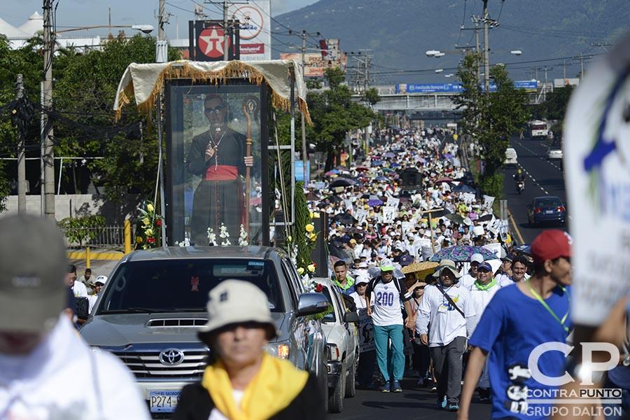 La feligresía católica realizó una peregrinación de tres días en honor al centenario del natalicio del beato monseñorÓscar Arnulfo Romero, que partió de la cripta del mártir hasta Ciudad Barrios, San Miguel. La marcha fue convocada por el nuevo cardenal Gregorio Rosa Chávez