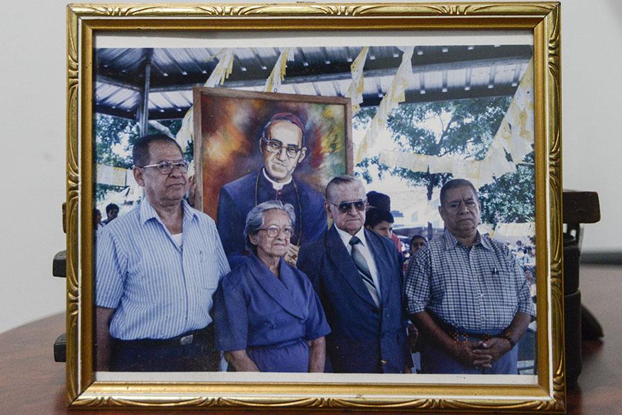 El martirio de monseñorÓscar Romero es conocido a nivel internacional. En la imagen, los hermanos del beato en un homenaje realizado en Bélgica.
