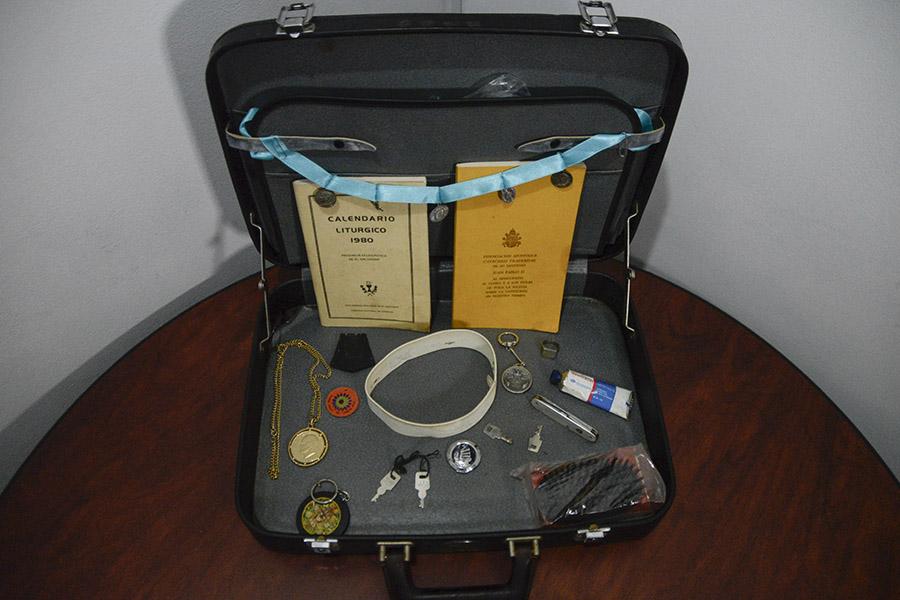 Pertenencias de monseñor Romero que cargaba en su maletín de mano.