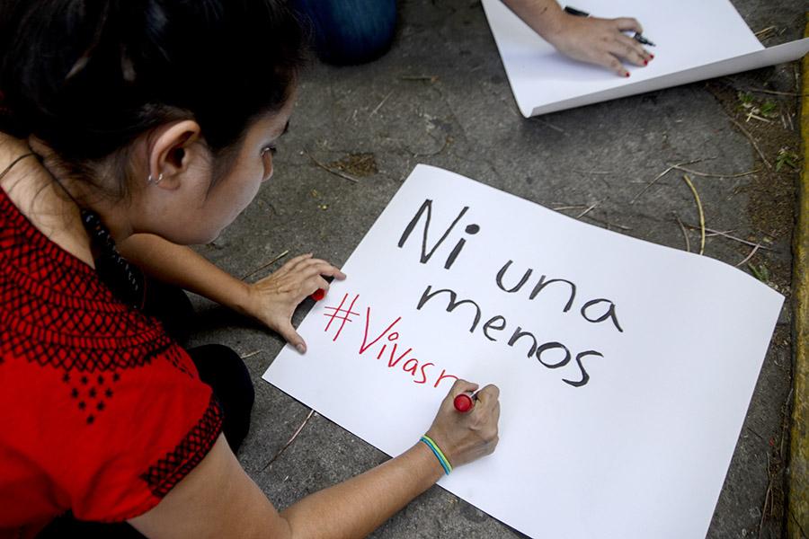 Con la muerte de las menores de edad estalló una serie de protestas a nivel internacional, exigiendo se esclarezca el caso.