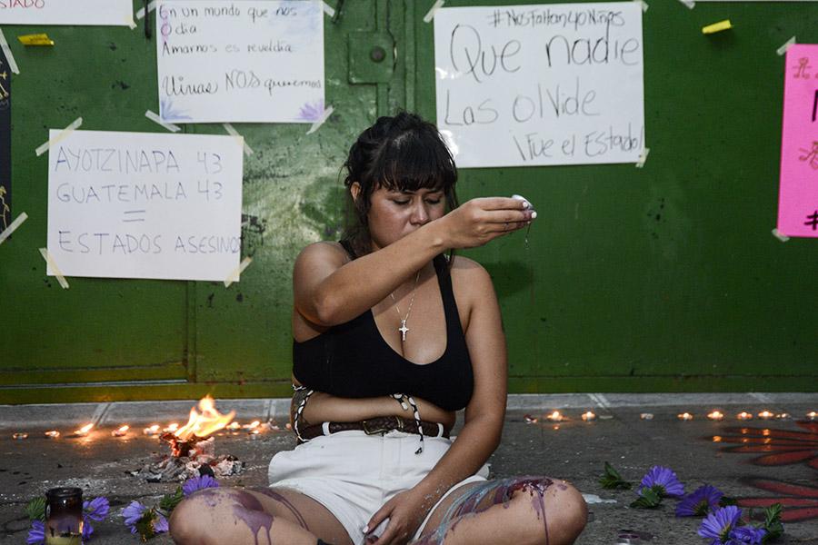 La sede de la embajada de Guatemala en El Salvador fue el escenario para solidarizarse con la convocatoria al plantón mundial.
