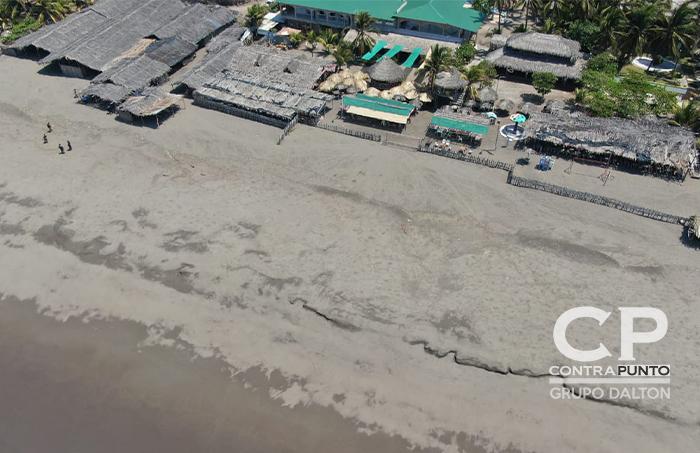 Los centros turísticos y negocios costeros se ven vacíos