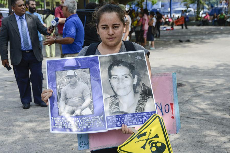 En la celebración por la prohibición de la minería metálica en el país, se recordaron a los ambientalistas  asesinados.