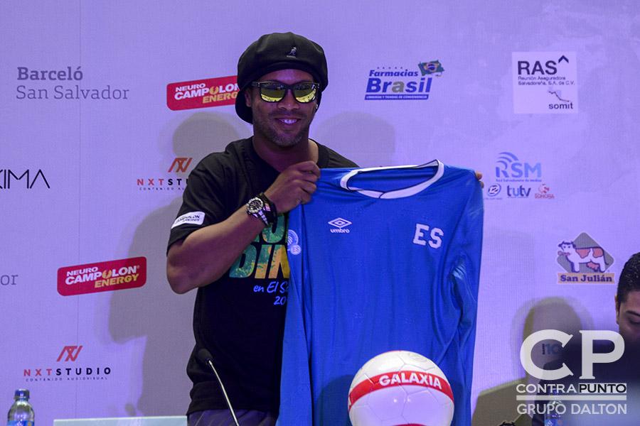 Ronaldinho compartirá con 500 jóvenes, 250 de escasos recursos, en el campamento denominado