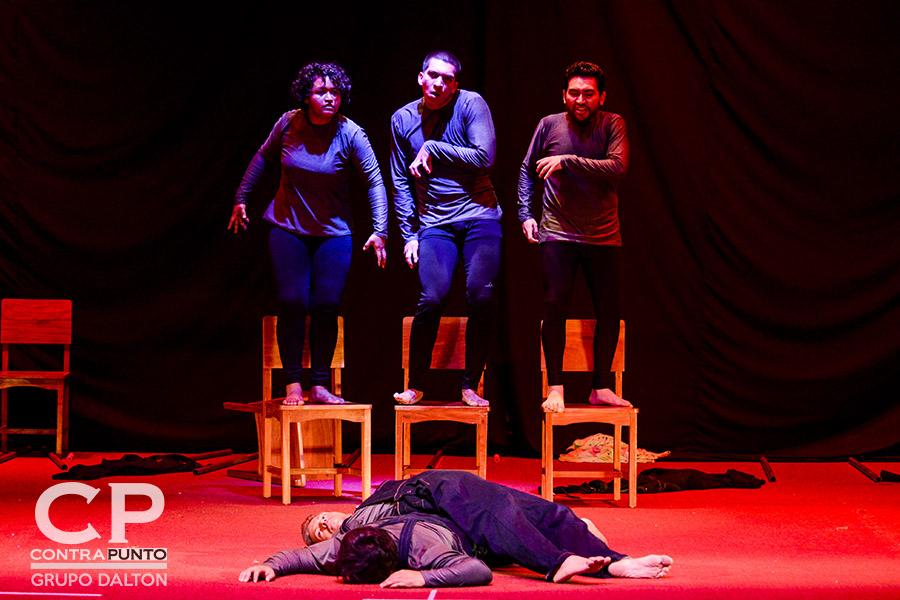 Cinco integrantes de la Compañía Universitaria de Teatro son parte del montaje de la obra.