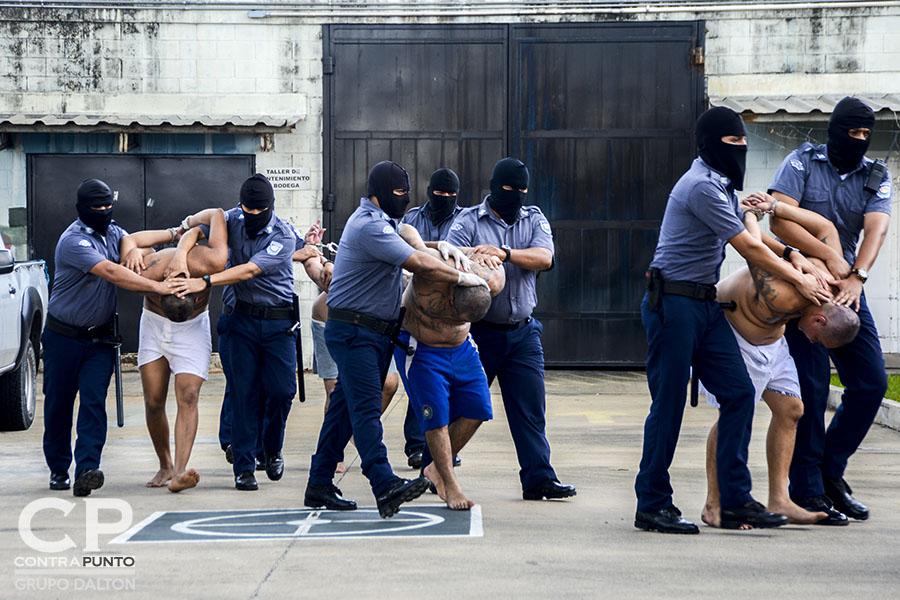 Cinco pandilleros de la Mara Salvatrucha acusados de operativizar las acciones que condujeron al alza de homicidios de las últimas semanas fueron enviados al penal de máxima seguridad.