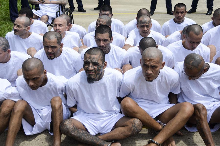 Los pandilleros trasladados estaban recluidos en el penal de Izalco. Las autoridades procedieron a