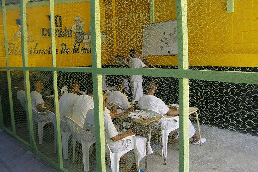 El modelo incluye seis programas en los que participan los internos: salud, educación, arte y cultura, trabajo penitenciario, deporte y religión. Foto: Antonio Montes
