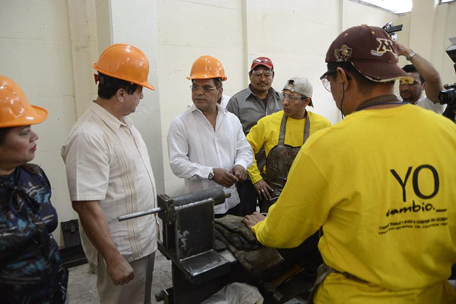 El vicepresidenteÓscar Ortiz  junto con otras autoridades realizó una visita para conocer los avances del programa que inició en el 2012.