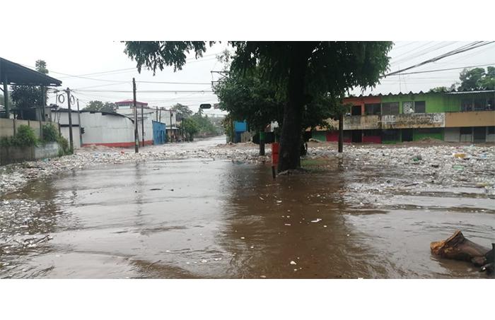 Inundación en la calle modelo