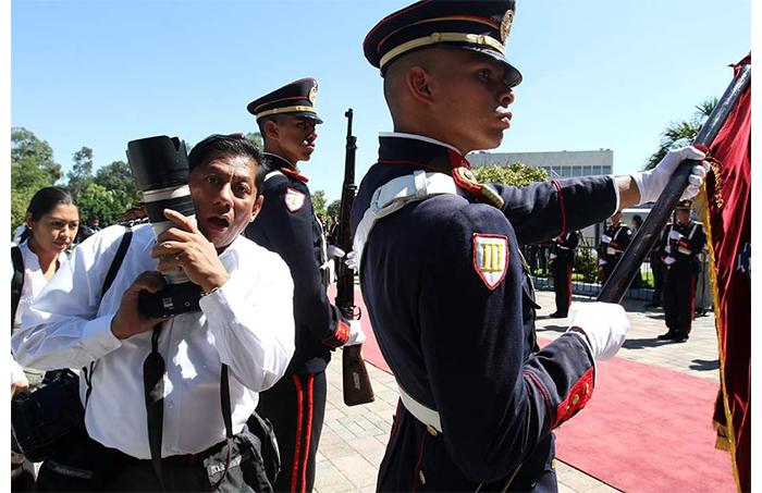 El periodismo salvadoreño se encuentra de luto, una vez más. El fotoperiodista Franklin Américo, mejor conocido como Meco, ha fallecido. Este es un homenaje de parte de todos los que formamos ContraPunto para un periodista profesional y un ser humano excepcional. Nuestras condolencias a su familia, amigos y colegas.