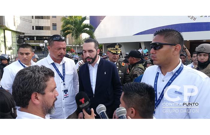 Con su llegada a la Asamblea Legislativa, el presidente Nayib Bukele ordenó la ocupación del salón azul por parte de la Fuerza Armada y la PNC