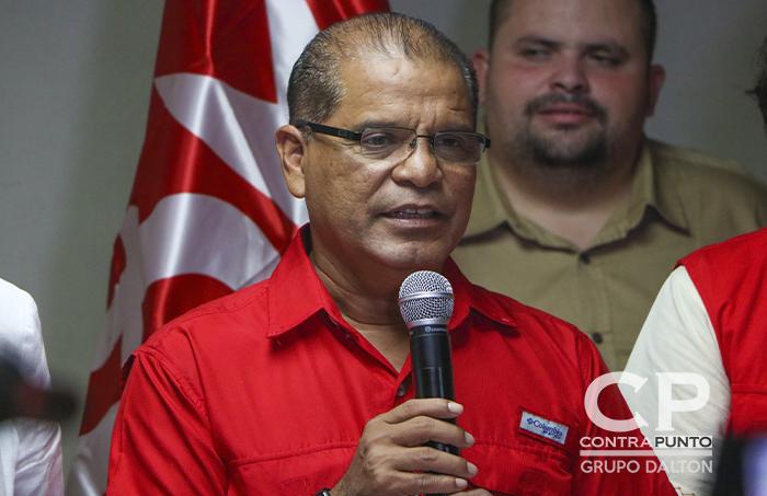 A pesar que las autoridades de la Comisión Electoral Especial (CEE) afirman que no hay resultados firmes, Ortiz se declaró vencedor en conferencia de prensa.