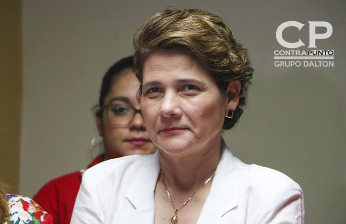 Ortiz fue acompañado por la ex candidata a la alcaldía de San Salvador, Jackeline Rivera