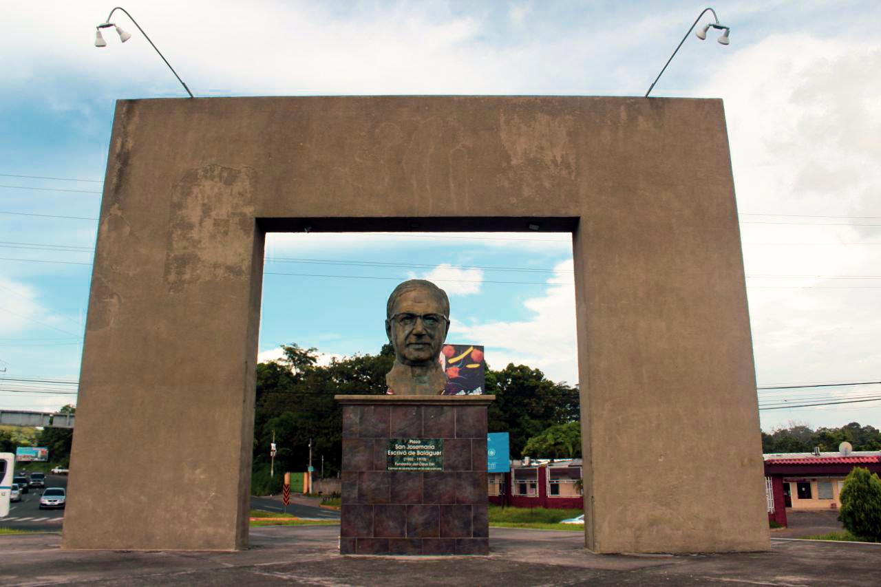 Redondel San José María Escrivá