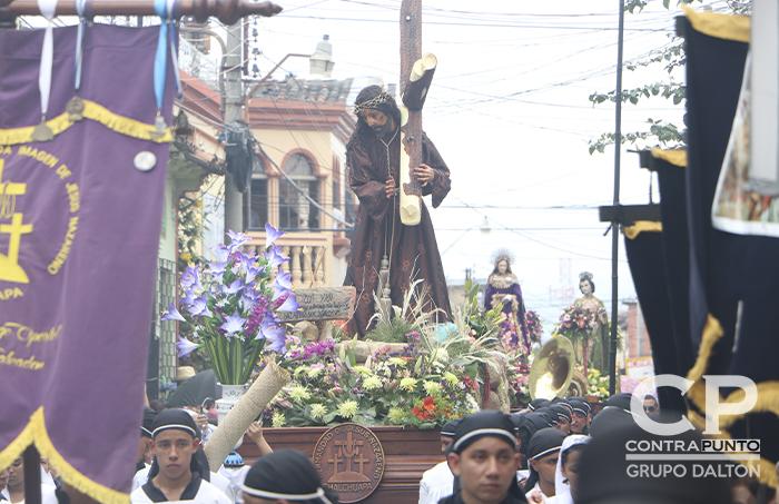 En Chalchuapa, miles de feligreses acuden a las celebraciones de Semana Santa. Dichas celebraciones han sido nombradas como patrimonio intangible de El Salvador.
